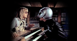 Paul Williams performing in Brian diploma's movie, Phantom of the Paradise.